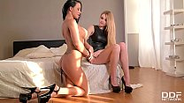 Latex Fetish Butt Plug Pleasures With Domina Karina Grand & Samanta Blaze صورة