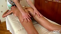 Teen Newcomer Faina Gets Pussy Fingered & Fucked By Massage Therapist Vorschaubild