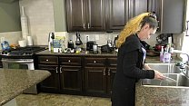 Bratty Blonde Fucks Her Stepfather and Cuckolds Her Mother - Kiara Cole Vorschaubild