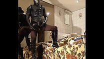 Roxina2005GurlInStockingsAndGasmask241105.WMV