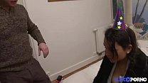 Jeune libertine bourrée se fait défoncer le cul [Full Video] Image