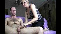 Богатая мамаша лижет сыну попку порно