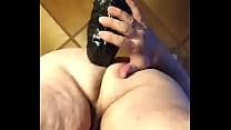 Gordo con dildo de pared