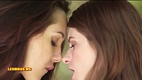 Girls Kissing Nice