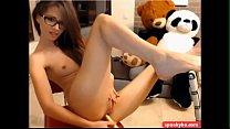 Horny brunette fucking herself on cam