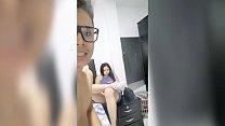 Mi compañera siempre me pide que la lleve a su casa... Me dijo q se peleó con él marido y necesitaba dinero... Lo Menos fue un video