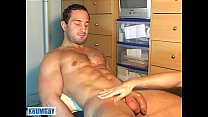 A real heterosexual sport guy serviced his huge cock by a gay guy (enzo) !