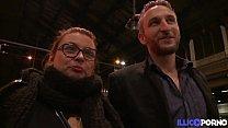 Alexia et John s'exhibent dans tout Paris pour ...