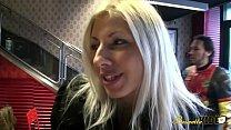 Love Crystale fait une scène pour faire plaisir à un de ses fan thumbnail