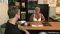 MILF Lehrerin hilf ihm mit einem Fick keine Jungfrau mehr Vorschaubild