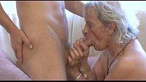 Mature whore fucks younger dude Vorschaubild