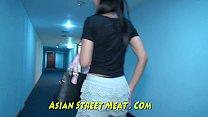 ฝรั่งเย็ดดุ พาสาวเอเชียมาจัดกระเด้าเสียวในบ้านซิกแพคเน้นๆ จับซอยหีไม่ยั่ง