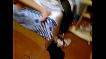 Corno pega mulher no flagra com outro na cama
