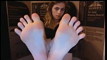 Sexy Teen Showing Amazing Feet On Cam