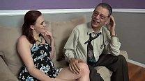 Elle laisse son grand-père lui défoncer la chatte - download porn videos