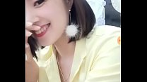 Em gái Đăng Quang Watch cố tình để lộ bầu ngực