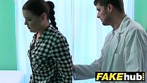 Fake Hospital Doctor prescribes sticky facial to help heal sexy brunette Vorschaubild