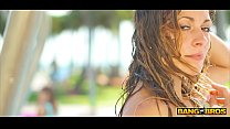 Bangbros Sexy Babes Showering In South Beach To Rinse Off Sand