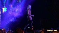 Blonde loves doing live shows Vorschaubild