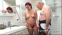 Papy mate un jeune couple avant de se faire pom... Thumbnail