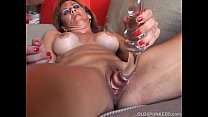 Super sexy old spunker loves to fuck her soaking wet pussy for you Vorschaubild