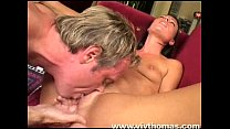 She gets her pussy licked until orgasm缩略图