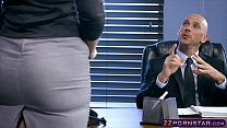 New girl in the office named Lauren Phillips satisfies boss Image