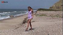 Eroberlin Gilda Roberts danish beach bikini masturbating pissing skinny Vorschaubild