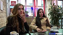 Les soeurs jumelles Dellai se tapent un gros veinard Preview