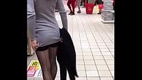 Tuga levanta a saia no mercado thumbnail