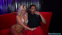 Лейла Прайс и Алиса Фрост Возьмите два больших члена в комнате с шампанским