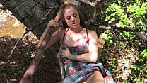 Stepmom helps stepson cum in his treehouse - Erin Electra Vorschaubild
