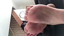 Amateur fétichisme pieds - une géante te montre sa chatte et t'écrase - vends-ta-culotte.com Vorschaubild
