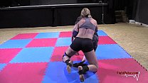 Mixed wrestling with an Amazon - bodyscissors submission صورة