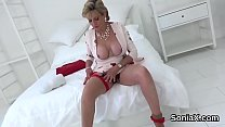 Unfaithful uk milf lady sonia presents her gian...