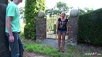 German Mother - Stief Mutter erwischt Sohn beim wichsen im Garten und fickt