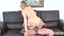 Busty german granny eats dick Vorschaubild