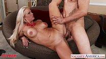 Very sexy mom Holly Heart gets big tits fucked Vorschaubild