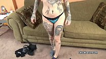 Tattooed Hottie Tank Is Blowing An Old Dude She Just Met