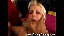 Granny fucking gets her pussy stretched Vorschaubild