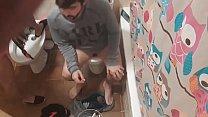 Lavándome el coño y mi marido cagando thumb