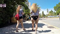 BIG BOOTY WHITE GIRL WALKING