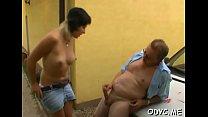 Amateur babe lets an older chap penetrate her cuchy