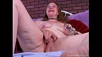 Mature amateur fucks her wet pussy