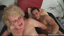 She enjoys fresh cock into her old snatch pornhub video