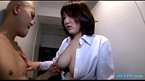 Busty Office Lady Giving Handjob For Naked Skinny Guy On The Corridor缩略图