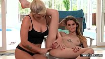 Frisky czech teen gapes her narrow twat to the strange