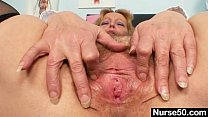 Filthy mature lady toys her hairy pussy with speculum Vorschaubild