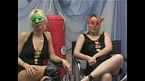 Claudia e Rebecca si leccano prima di farsi penetrare in coppia - Mascherine Italiane's Thumb