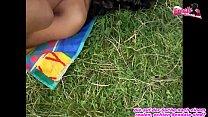 Indische Ebony Milf Outdoor gefickt mit geilen Natur Titten - Echter amateur Muttersex Vorschaubild